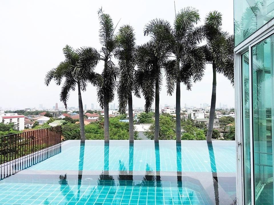 Bansabai Resort Hostel - Rooftop Pool and Garden
